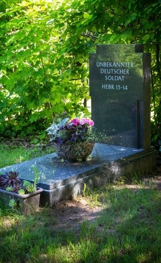 Das Grab des unbekannten Soldaten wurde ebenfalls erneuert.