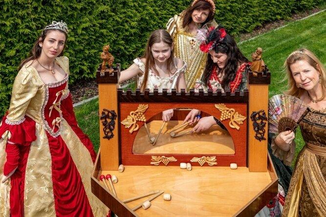 Das Pillnitzer Weinfässchenspiel feiert seine Premiere am Wochenende.