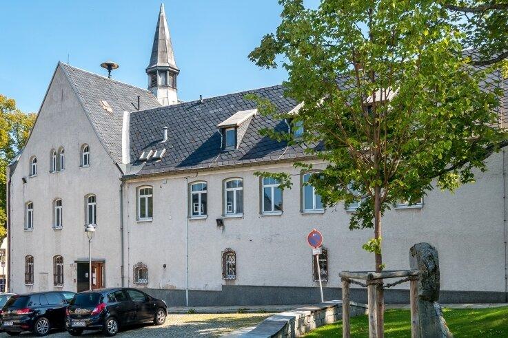 Das ehemalige Rathaus im heutigen Marienberger Ortsteil Zöblitz. Bald sollen die Handwerker anrücken.