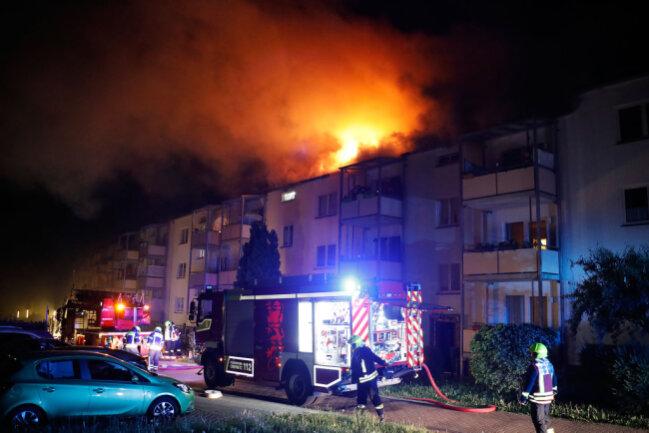 Der Dachstuhl eines Wohnhauses an der Straße Sachsenring hat in der Nacht zu Montag gebrannt.