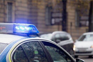 Die Polizei war bei einem Notrufmissbrauch am Montagabend in Plauen im Spiel. Sie konnte den Anrufer ausfindig machen, der für das Ausrücken der Feuerwehr verantwortlich war.