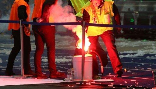 Die Randalierer schmuggelten Pyrotechnik ins Stadion