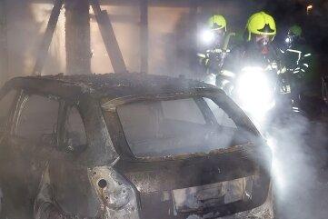 Keine Verletzten, aber hohen Sachschaden hatte der Brand in Adelsberg zur Folge.