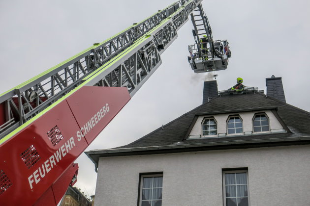Schornsteinbrand - Feuerwehr rückt aus