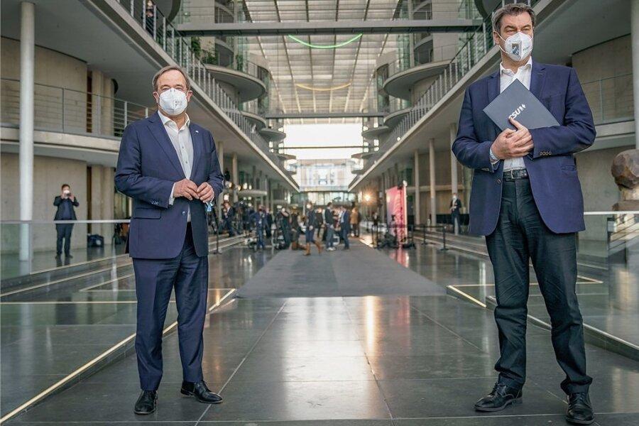 Gespanntes Warten auf die Entscheidung zur K-Frage. Doch am Sonntag war nicht einmal bekannt, ob Markus Söder (CSU, rechts) und Armin Laschet (CDU, links) Kontakt zueinander haben.