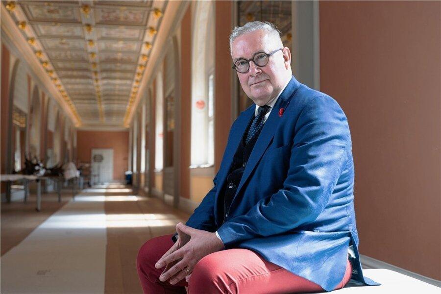 """Dirk Syndram im Langen Gang """"seines"""" Dresdner Residenzschlosses. Nach 28 Jahren geht er Ende August in den Ruhestand."""