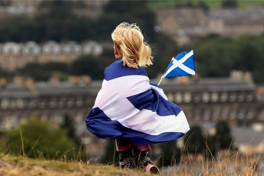 Schottland den Schotten: Ein Kind, in eine schottische Flagge gehüllt, während einer Demonstration für die Unabhängigkeit des des nördlichen Landesteils von Großbritannien.