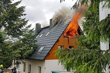 Der Dachstuhl eines Hauses in Ebersdorf brannte.