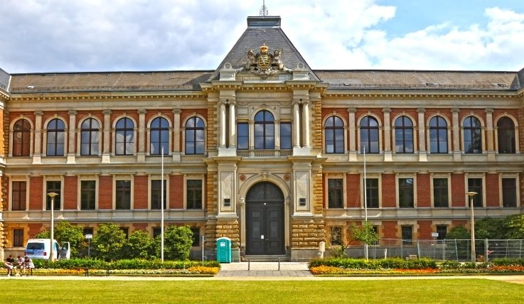 Landgericht Zwickau - wer spricht dort in Zukunft Recht? In zehn Jahren werden 15 der 22 dort tätigen Richter in Ruhestand sein. Aber die Anzahl der Bewerber in der sächsischen Justiz geht zurück.