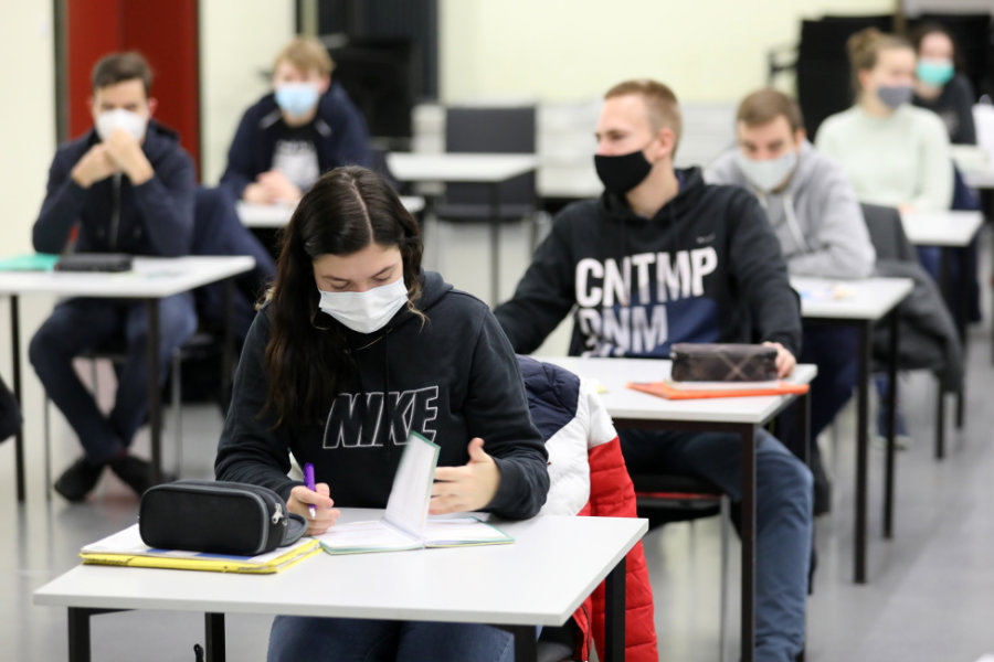 Weniger Klausuren, mehr Prüfungszeit: Coronabedingte Lockerungen für Sachsens Schüler
