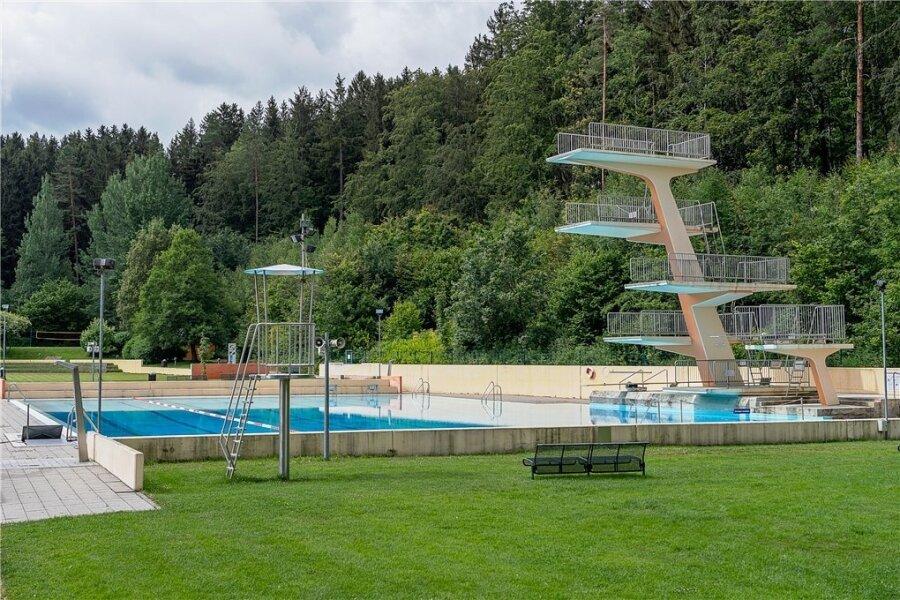 Der Zehn-Meter-Sprungturm im Brunner Bad ist noch in Betrieb.