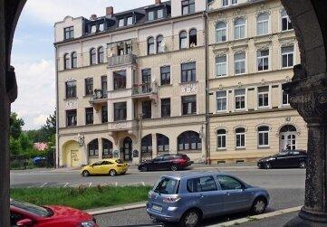 Das Foto aus dem Portal der Markuskirche zeigt ein Stück Morgenbergstraße.