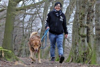 Jana Berger führte im April Dexter, einen Tschechischen Wolfshund, aus.