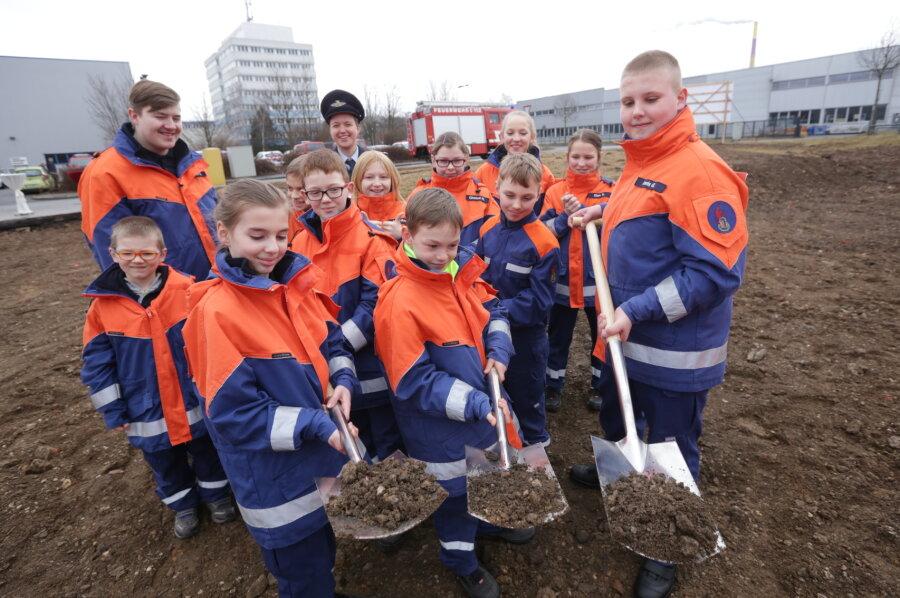 Am Samstag erfolgte der erste Spatenstich durch die Freiwillige Feuerwehr Glösa.
