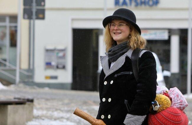 Eine 20-jährige Bäckergesellin legte bei ihrer Walz am Montag einen Stopp in Glauchau ein und arbeitet dann in Uhlsdorf.