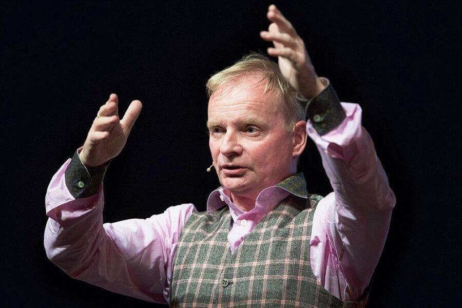 """Uwe Steimle auf der Bühne. Im MDR-Fernsehen führte er 24-mal durch """"Steimles Welt"""". Nun wurde die Sendung abgesetzt."""