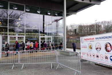 Das Chemnitzer Impfzentrum ist schon zwei Tage früher als ursprünglich vorgesehen in die City umgezogen.