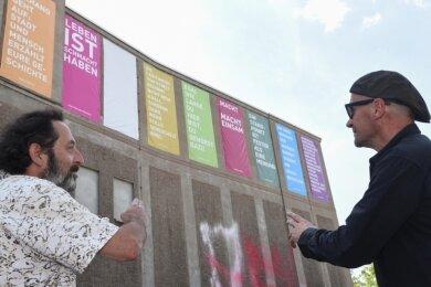 """Ronald Weise und Frank Maibier (von links) initiierten das Stimmen-Kunstprojekt am Weltecho. Es reiht sich später in die Kunstsammlungen-Aktion """"Gegenwarten"""" ein."""