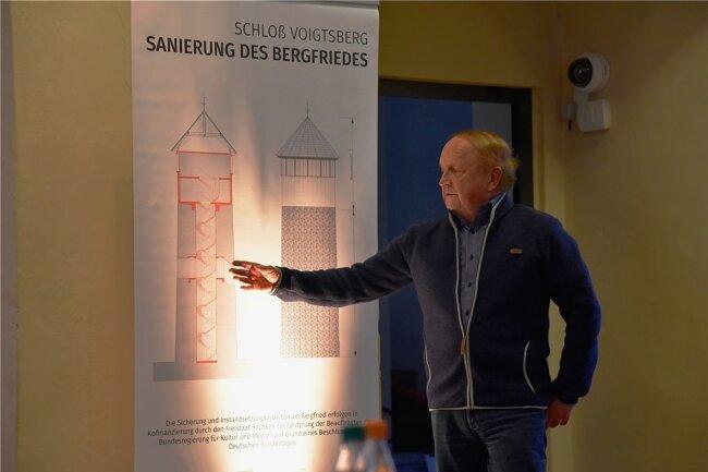 Harald Schneider ist der Fachmann, in dessen Händen die Aufstockung des Bergfrieds liegt. Für den Oelsnitzer Ingenieur ist es ein besonderes Projekt.