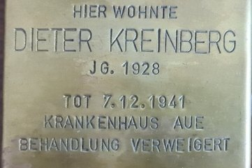 Der Stolperstein für Dieter Kreinberg wurde angefertigt, aber nie verlegt. Die Geschichte, die er erzählt, konnte nicht erhärtet werden.