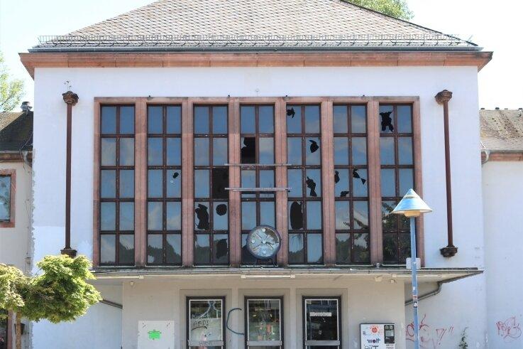 Der Glanz vergangener Tage ist längst verblasst: Der Bahnhof Flöha hat schon bessere Zeiten erlebt. Er befindet sich seit Jahren in Privatbesitz.