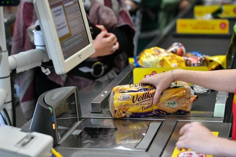 Der Corona-Krisenstab der Landesregierung hat heute die bestehenden Regeln für Supermärkte nachgeschärft.