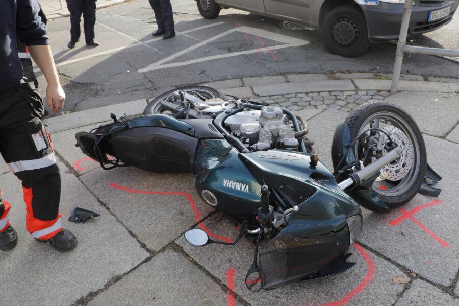Ein Yamaha-Fahrer und ein Skoda sind am Donnerstagvormittag in Schloßchemnitz kollidiert.