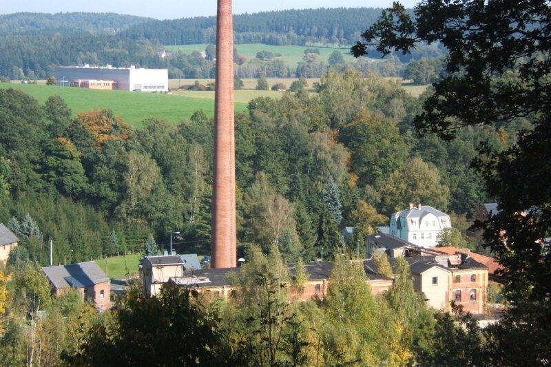 """<p class=""""artikelinhalt"""">Romantisch eingebettet in wucherndes Grün liegt der ehemalige Industriebetrieb Gardeko im Tal - der Blick vom Basteifelsen im Stadtpark täuscht über den wahren Zustand. Bei näherer Betrachtung ist zu erkennen, die Gebäude sind einsturzgefährdet. </p>"""