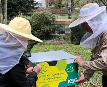 """Seit Donnerstag der """"dritte KSG-Firmenstandort"""": der Bienenstock in Gornsdorf."""