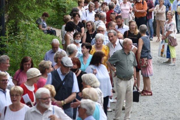 700 Besucher: Schlangestehen für Aida in Bad Elster