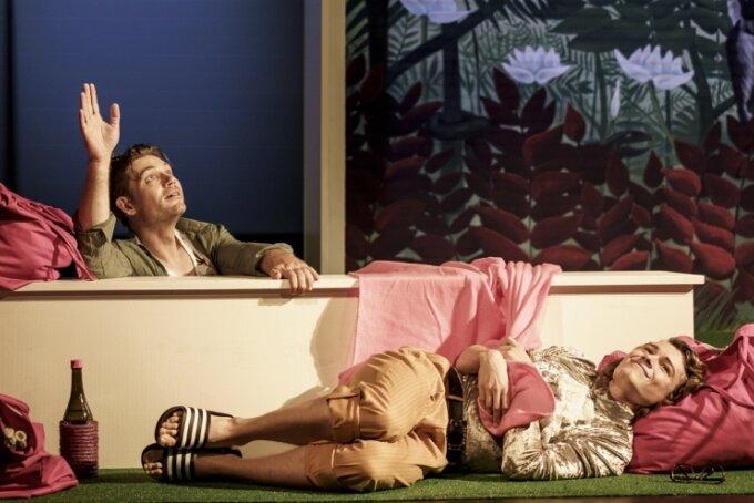 Richard Glöckner als Leonce und Bettina Grothkopf als Lena.