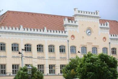 Die Zwickauer Stadtverwaltung hat am Dienstag überraschend die Haushaltssperre aufgehoben.