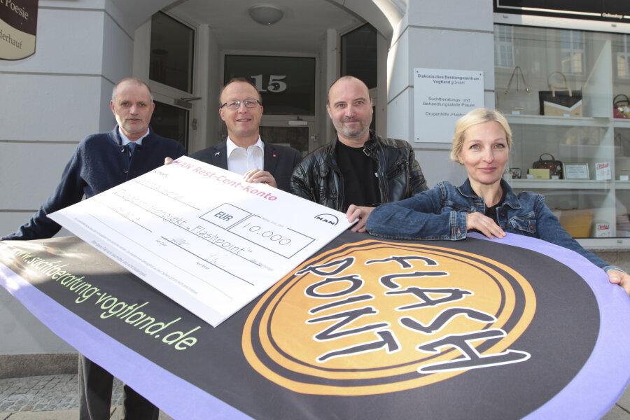 10.000-Euro-Spende für Drogenhilfe in Plauen