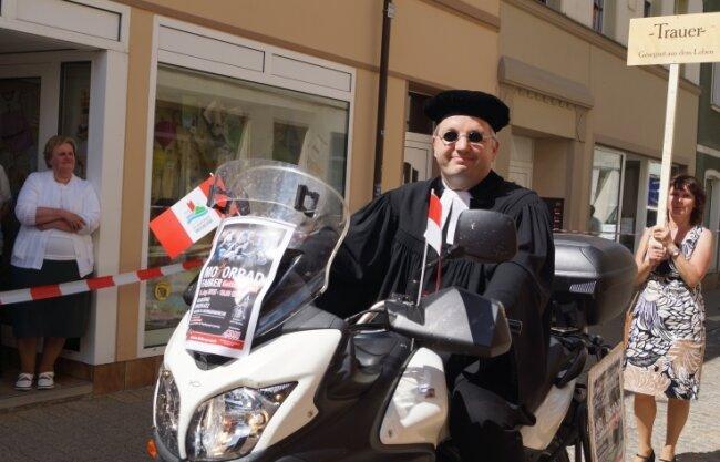 Mit seinem Motorrad fuhr er beim Stadtfest 2015 in Glauchau vor. Regelmäßig veranstaltete er Motorradgottesdienste.