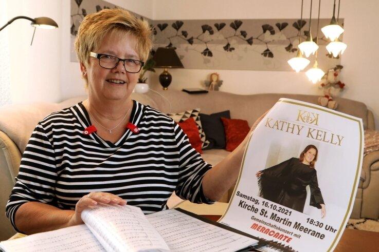 Chorvorsitzende Anita Pönisch hat mit ihren Sängern ein fast zweistündiges Programm bestehend aus 16 Titeln einstudiert. Gemeinsam mit Kathy Kelly werden sie diese am Samstag in Meerane präsentieren.
