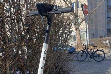 Die neuen Roller des Unternehmens Bird können in Chemnitz gemietet werden.