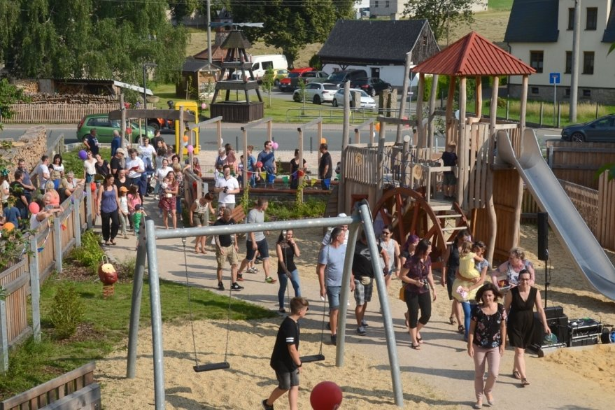 Spielplatz krönt die neue Mitte von Wildenau