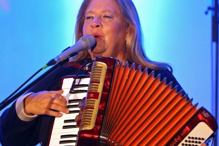 Kathy Kelly und Meeraner Chor bieten begeisterndes Klangerlebnis
