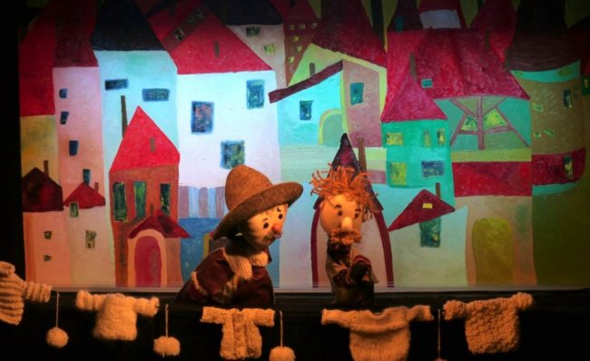 """Puppenspiel hat auch im Sachsen eine lange Tradition. Hier ein von Foto von einer Aufführung des Stücks """"Das Schäflein"""" im Augustusburger Schlosstheater. Der Museumsverein Schneckenstein startet nun ein solches Projekt im oberen Vogtland - für Kinder und Erwachsene."""