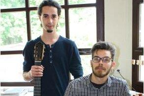 Preisträger des internationalen Instrumentenbauwettbewerbs 2016 der Geigenbauschule im tschechischen Cheb: Ole Jacob Nordheim (links) und Vincent Humml.
