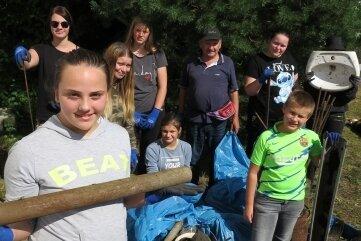 Team Klaus hat unfassbar viel Müll aus dem Waldstück rund um die Waldbühne herausgeholt. Sogar ein Waschbecken.