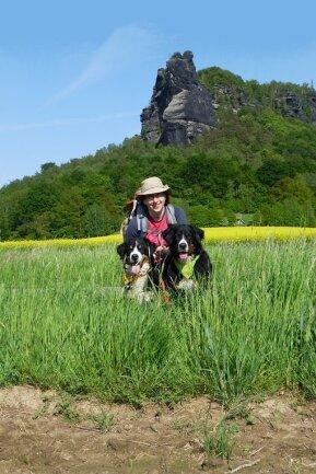 Franziska Rößner wandert gern mit ihren Hunden. Davon profitieren auch andere Hundefans.