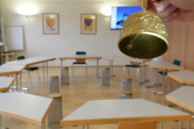 Wer wird künftig die Sitzungen des Stadtrates im Saal des Stadthauses in Brand-Erbisdorf einläuten? Am Sonntag könnte eine Entscheidung fallen, wenneiner der drei OB-Kandidaten die absolute Mehrheit der Wählerstimmen erhält.