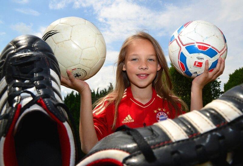 Die fußballbegeisterte Carolin Engert aus Langenleuba-Oberhain freut sich auf ihren Einsatz bei der Europameisterschaft in der Ukraine. Am Mittwochabend ist sie eines von elf Eskorte-Kindern, die Hand in Hand mit den deutschen Spielern ins Stadion einlaufen werden.