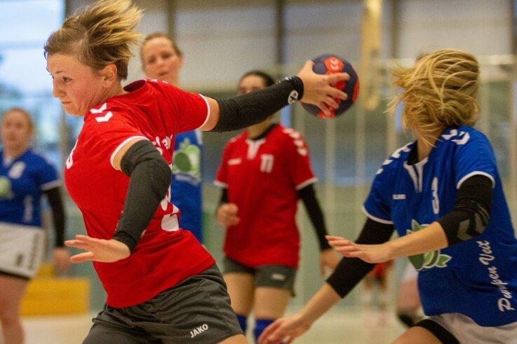 Auch wenn sich die Penigerinnen schwer taten, drehten sie durchgelungene Aktionen, wie hier von Viviane Kühn (l.), das Pokalfinale.