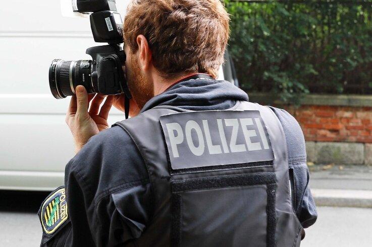 Die Kriminalpolizei ermittelte am Tatort in Werdau.
