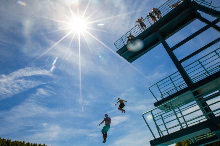Samstagshitze: Langer Anlauf für den Sprung ins kalte Wasser