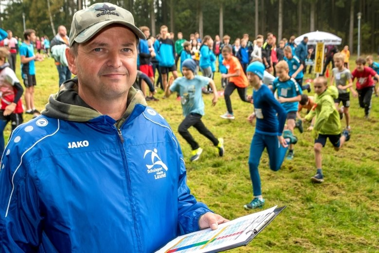 Schulsportkoordinator Carsten Baude freute sich beim Crosslauf am Rätzteich über eine gute Resonanz und ansprechende Leistungen.