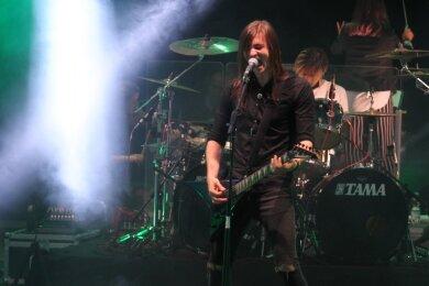 Die Metallica-Tribute-Band Scream Inc. und das Orion Orchestra verzückten am Samstagabend die Fans im Plauener Parktheater.
