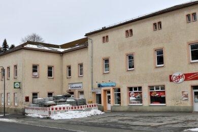 """Das Volkshaus in der Ortsmitte gehört zu den """"Sorgenkindern"""" des Ortsvorstehers."""